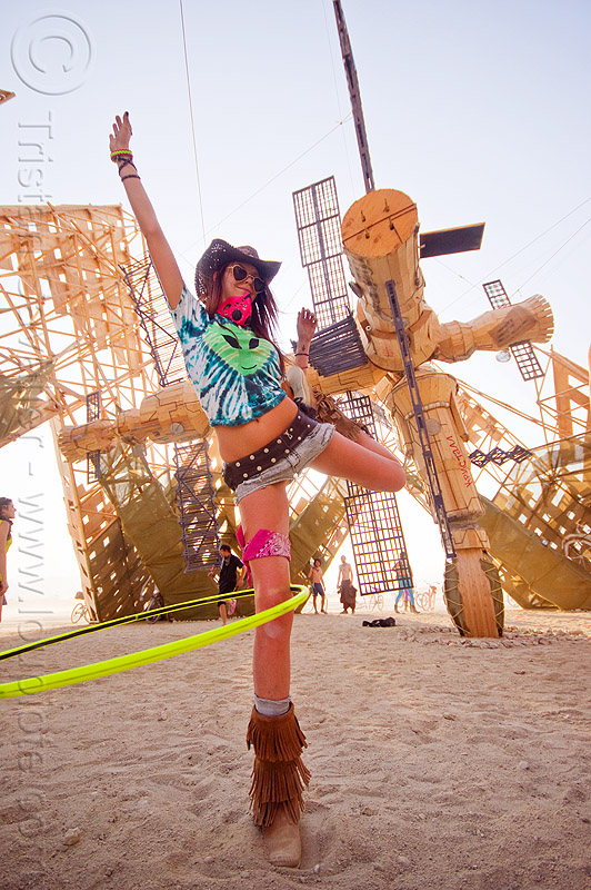 hooper - MIR space station - burning man 2013, art installation, burning man, hooper, hooping, hulahoop, mackenzie, mir space station, russian, standing, sunglasses, woman, мир орбитальная станция