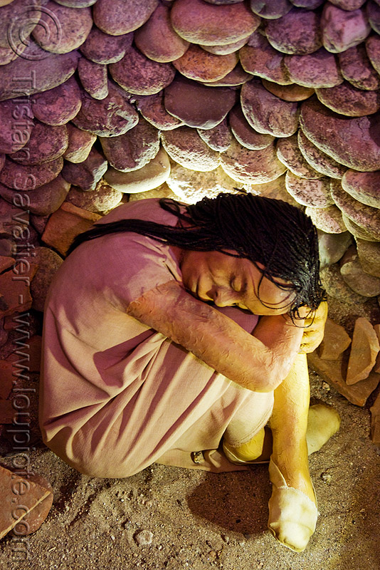 indigenous quechua girl buried in fetal position (argentina), burial, buried, dead, fetal position, funeral pit, funerary, girl, grave, indigenous, mock-up, museum, noroeste argentino, quechua, tomb, woman