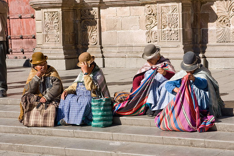 indigenous quechua women sitting on stairs - la paz (bolivia), bolivia, bowler hats, iglesia de san francisco, iglesia san francisco, indigenous, la paz, plaza san francisco, quechua, san francisco church, sitting, stairs, steps, women