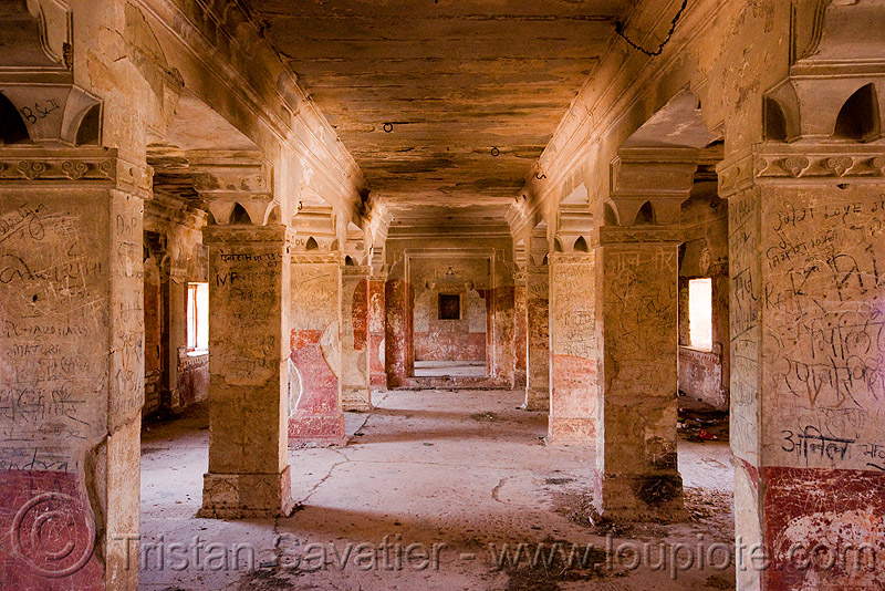 inside the gwalior fort (india), architecture, fort, fortress, gwalior, india, inside, interior, palace, pillars, square columns, ग्वालियर क़िला