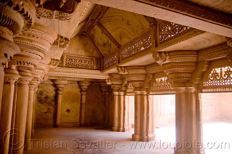 interior of the gwalior fort, columns, fortress, inside, mansingh, mansingh palace, pillars, ग्वालियर क़िला