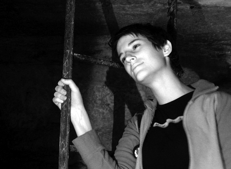 julie - catacombes de paris - catacombs of paris (off-limit area), cave, clandestines, illegal, ladder, le bunker, paris, salle de l'anschluss, salle de rahan, trespassing, tunnel, underground quarry