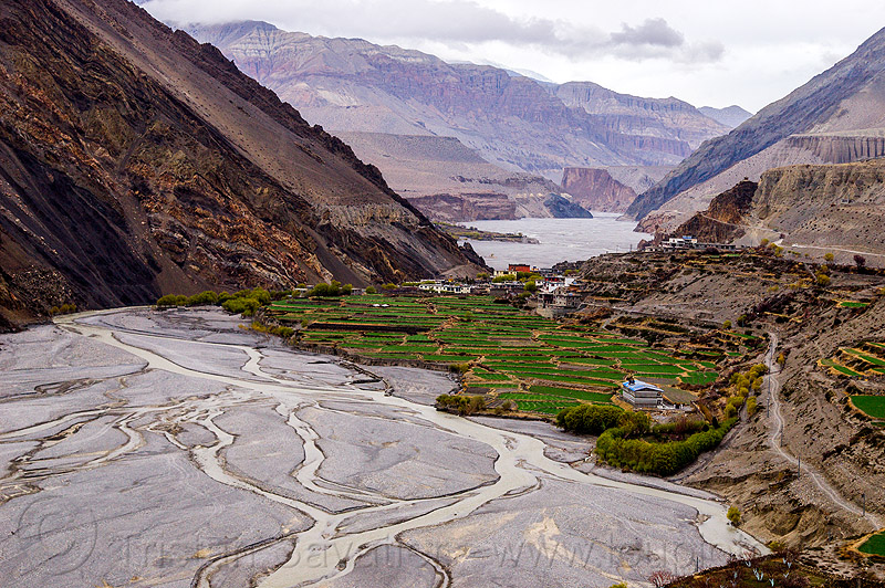 kagbeni village - kali gandaki valley - himalayas (nepal), annapurnas, kagbeni, kali gandaki river, kali gandaki valley, mountains, river bed, v-shaped valley, village
