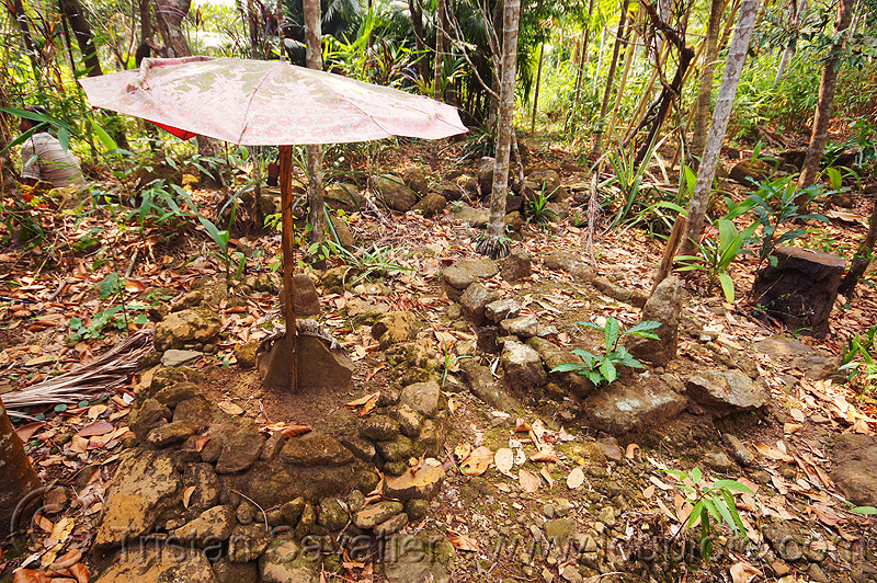 khasi tribal tombs near mawlynnong (india), cemetery, east khasi hills, graves, india, indigenous, mawlynnong, meghalaya, tombs, tribal, umbrella