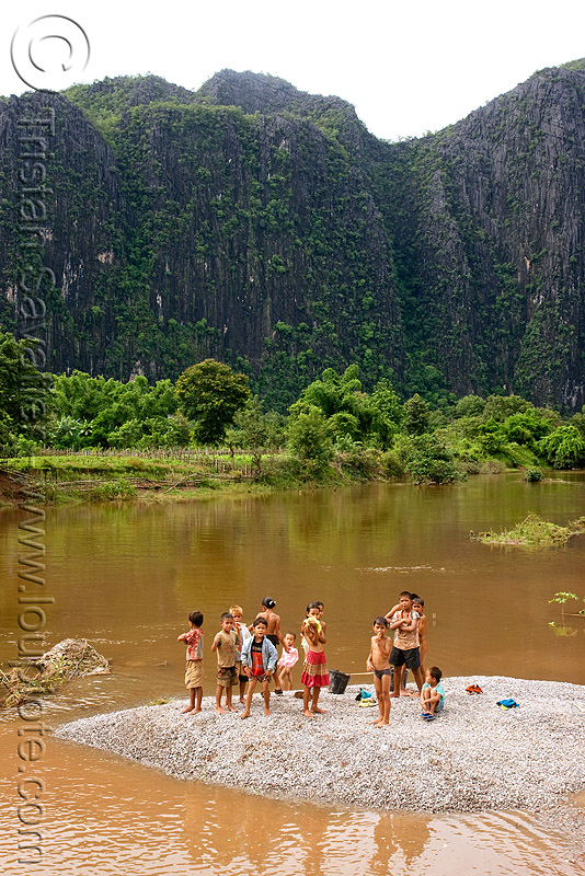 kids bathing in river (laos), boys, children, girls, kids, kong lor, river bath, river bathing, water