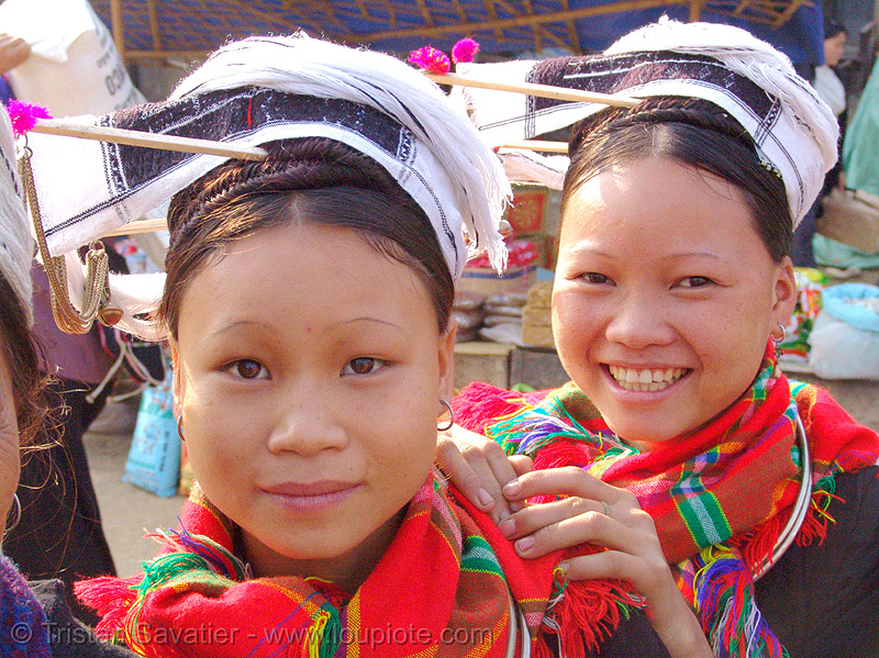 """kim mun lantien sha"" dao/yao tribe women (sisters) wearing celestial crown headdress - vietnam, asian woman, asian women, bảo lạc, dao tribe, dzao, dzao tribe, girls, hat, headwear, hill tribes, indigenous, people, zao tribe"