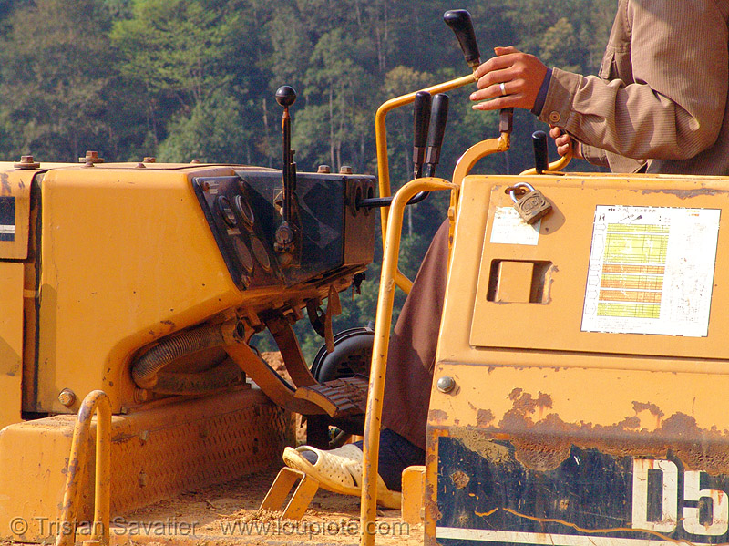 komatsu D50P bulldozer - controls - vietnam, at work, cao bang, cao bằng, dozer, groundwork, heavy equipment, hydraulic, komatsu bulldozer, komatsu d50p, machinery, road construction, roadworks, working