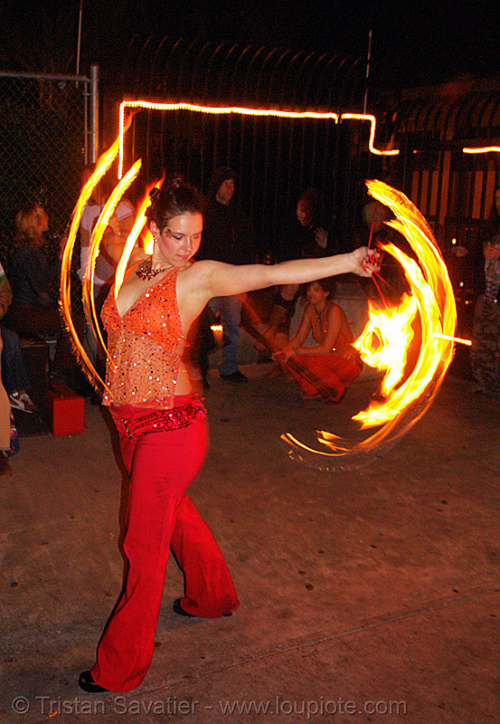 la rosa (jaden) - LSD fuego, fire dancer, fire dancing, fire fans, fire performer, fire spinning, flame, jaden, long exposure, los sueños del fuego, lsd fuego, night, spinning fire