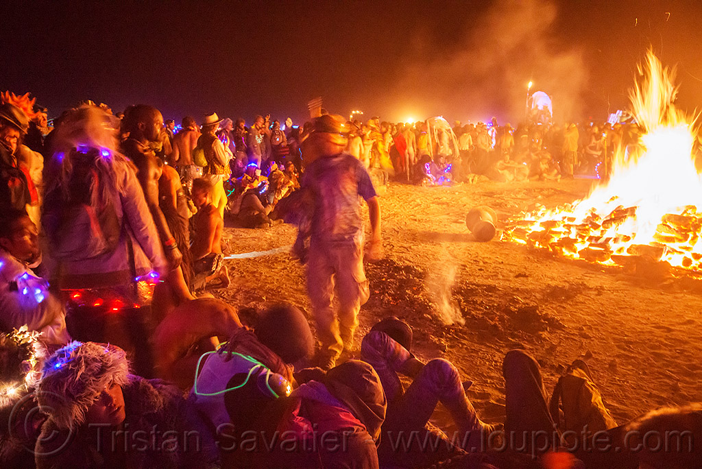 large crown around the big fire - burning man 2015, burning man, crowd, fire, night of the burn