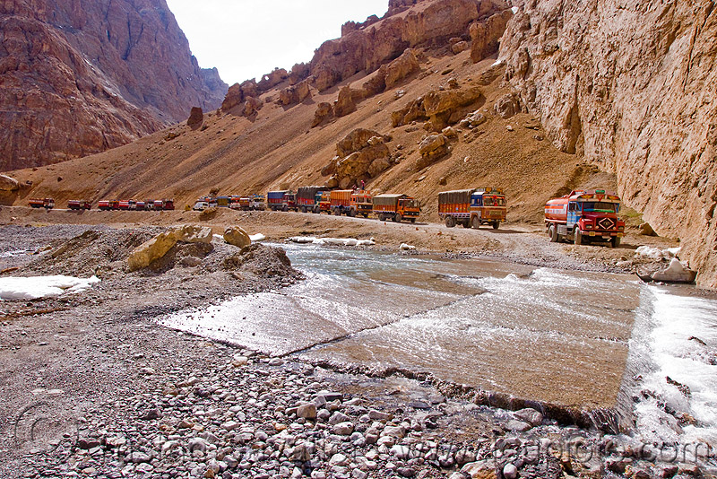 large nullah in the canyon before pang - manali to leh road (india), gorge, ladakh, mountains, river bed, stream, traffic jam, trucks, valley, water