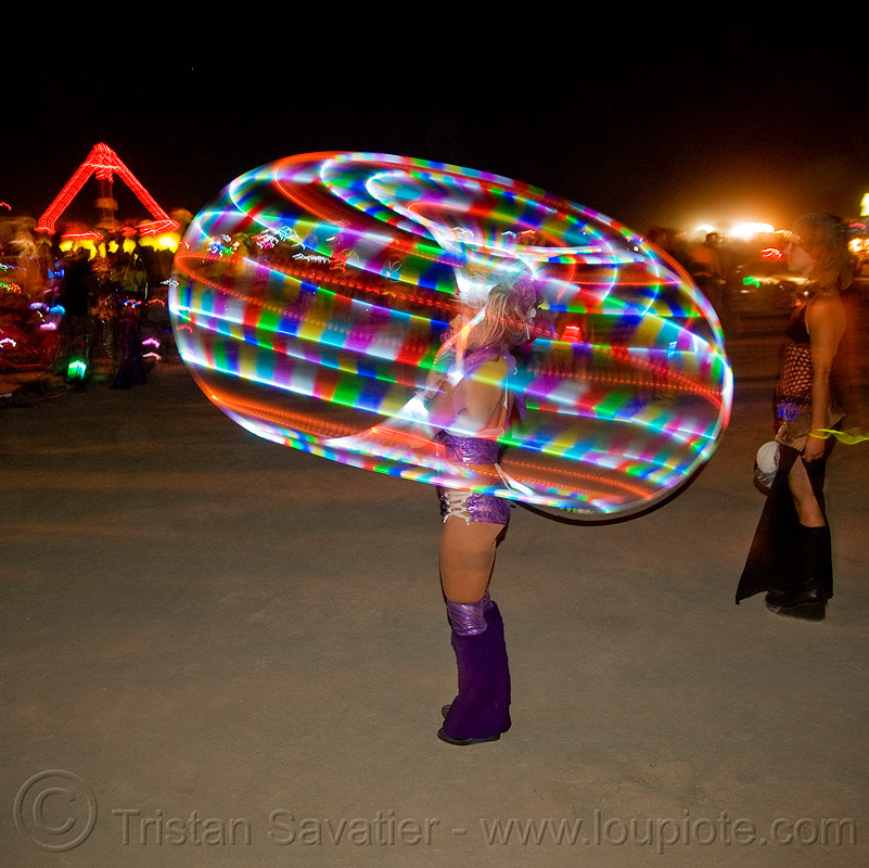 LED hoop - burning man 2009, burning man, hula hoop, hula hooper, led hoop, led hulahoop, led-light, light hoop, long exposure, night, tammy firefly, woman