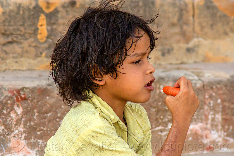 little girl eating carrot (india), carrot, child, eating, india, kid, little girl, varanasi