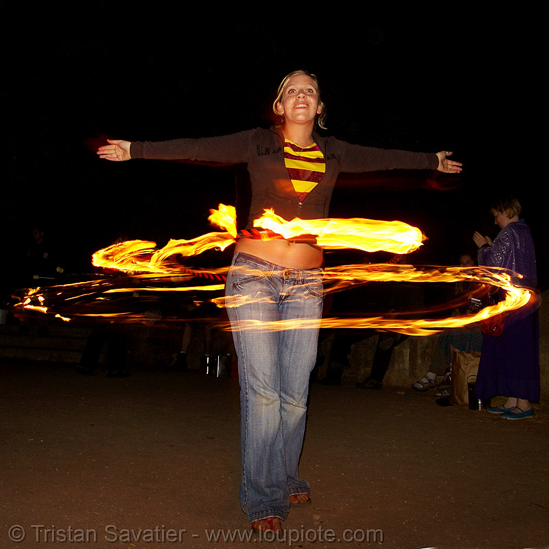 louise spinning fire hula hoop (san francisco), fire dancer, fire dancing, fire performer, fire spinning, flames, long exposure, night, people