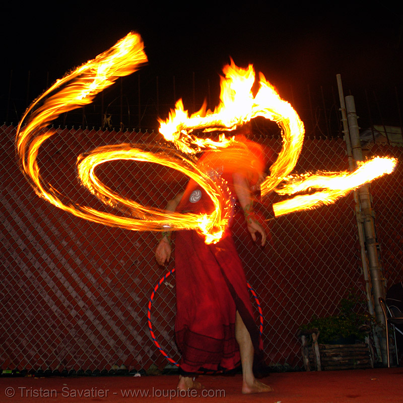 LSD fuego, fire, fire dancer, fire dancing, fire performer, fire spinning, fire staff, flames, long exposure, los sueños del fuego, night, people, spinning fire