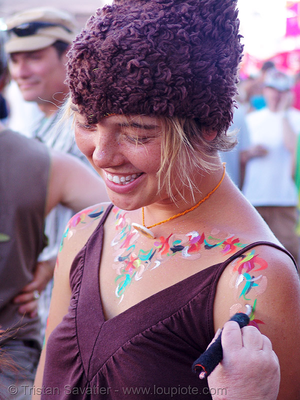 lucy getting painted - how weird street faire (san francisco), body art, body paint, body painting, elgeacho, lucy