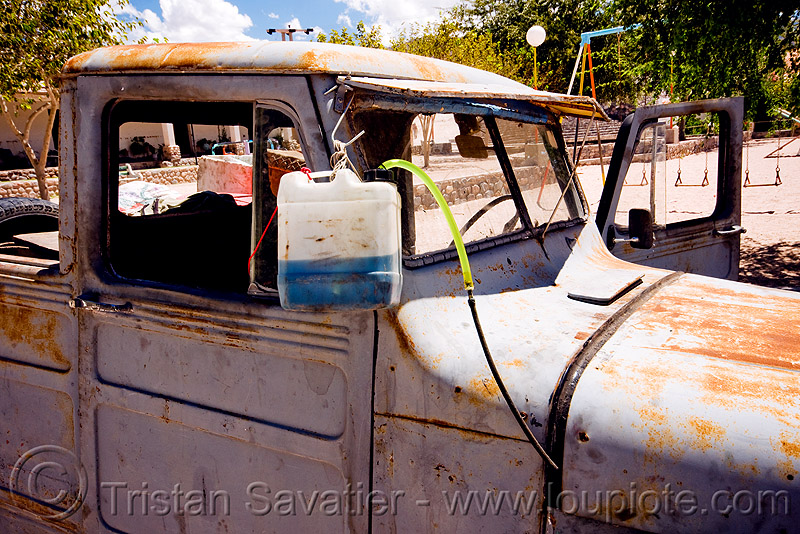 makeshift fuel tank - old jeep (argentina), 4x4, all-terrain, cafayate, calchaquí valley, can, car, classic car, farmer truck, fuel line, gas, gas tank, gasoline, jerrycan, lorry, molinos, noroeste argentino, petrol, pickup, pickup truck, pipe, plastic, plastic can, plastic tank, rust, rusted, rusty, valles calchaquíes, willy's, willy's jeep