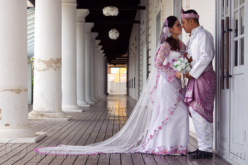 malay wedding, bridal bouquet, bride, columns, couple, groom, kuching, malay wedding, man, perspective, traditional wedding, wedding dress, white flowers, white roses, woman