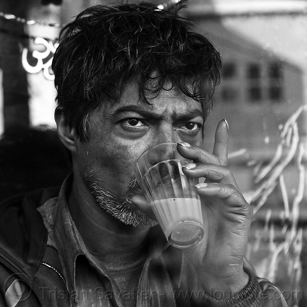 man drinking chai, chai wallah, delhi, drinking, finger up, hand, india, man, milk tea, paharganj, spice tea, street vendor
