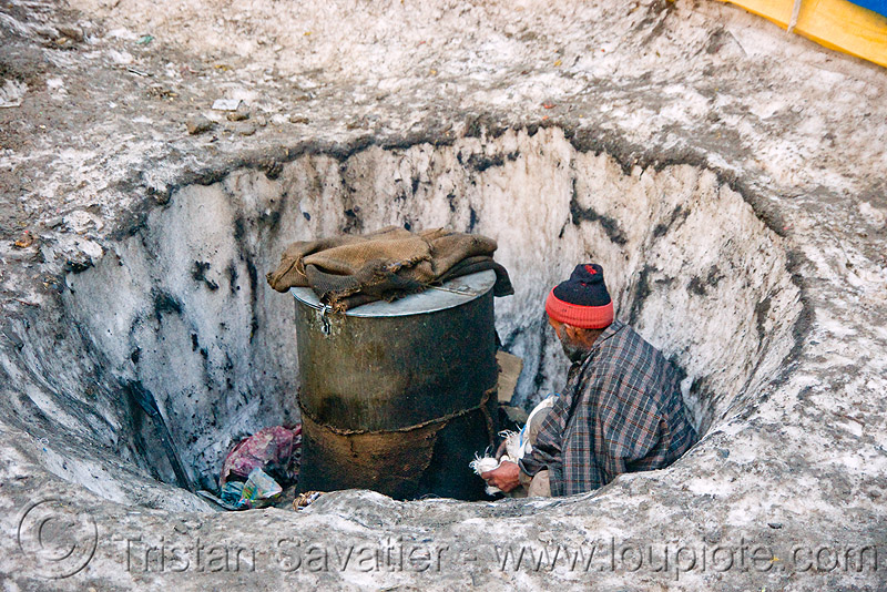man heating water in a barrel - amarnath yatra (pilgrimage) - kashmir, amarnath yatra, barrel, hot water, kashmir, man, pilgrim, pilgrimage, snow, trekking, yatris, अमरनाथ गुफा