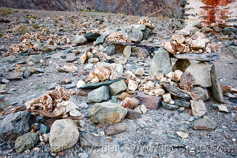mandas - nubra valley - ladakh (india), ladakh, mandas, nubra valley, stones