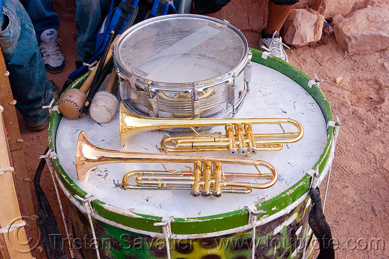 marching band instruments - trumpets and drums, andean carnival, carnaval, comparsa, drums, drumsticks, los caprichosos, marching band, musical instruments, noroeste argentino, quebrada de humahuaca, tilcara, trumpets