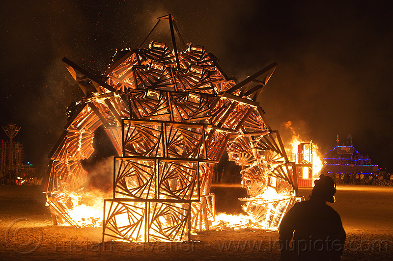 marvin the vortexagon - burning man 2013, art installation, bmcore2013, burning man, c.o.r.e., circle of regional effigies, fire, idaho core project, marvin, night