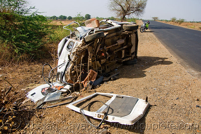 minibus accident (india), fatal, frontal collision, minibus, overturned, road crash, traffic accident, traffic crash, underbelly, wreck