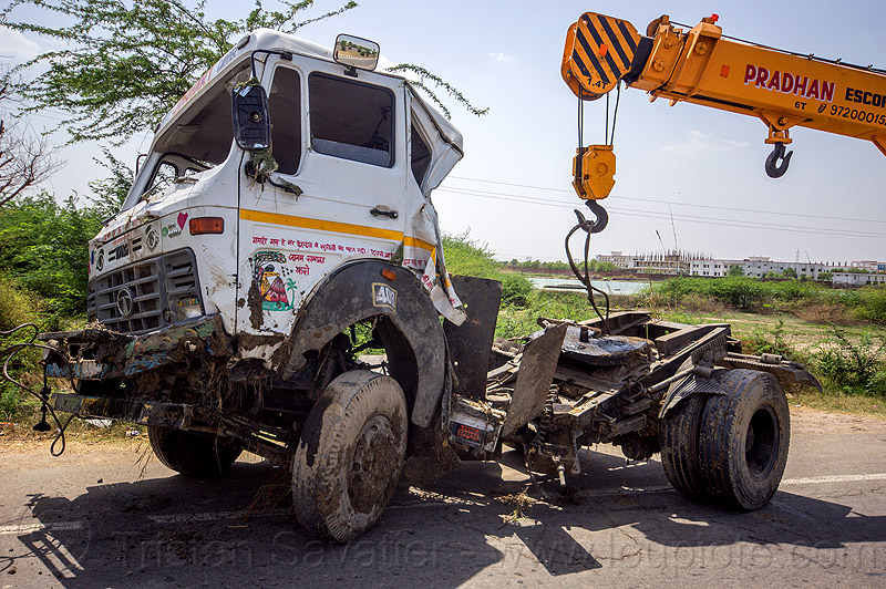 mobile crane lift crashed truck cab (india), 4018c, artic, articulated truck, at work, cabin, cable, crash, escorts hydra 1242, hook, india, mobile crane, overturned, pradhan cranes, road, tata motors, tractor trailer, traffic accident, truck accident, working
