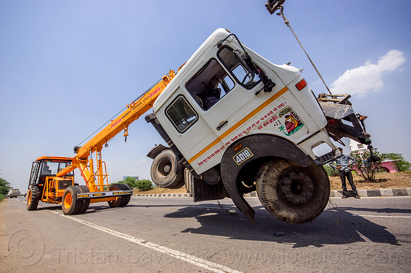 mobile cranes lift accidented truck cab (india), 4018c, artic, articulated truck, at work, cabin, crane truck, crash, escorts hydra 1242, india, man, mobile crane, pradhan cranes, road, tata motors, tractor trailer, traffic accident, truck accident, working, yellow