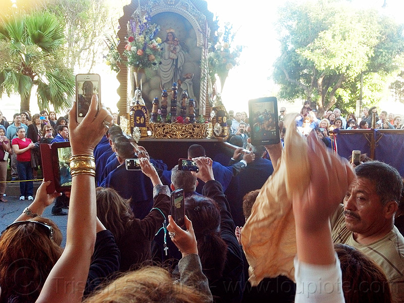 mobile photo sharing at catholic procession, crowd, float, lord of miracles, parade, paso de cristo, peruvians, sacred art, señor de los milagros