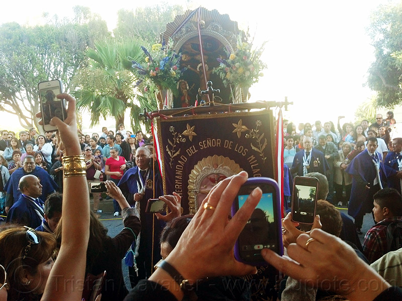 mobile photo sharing at traditional catholic procession, banner, cameras, cellphones, crowd, crucified, flag, float, jesus christ, lord of miracles, mobile phones, mobiles, painting, parade, paso de cristo, peruvians, sacred art, señor de los milagros, sharing, social media, taking photos