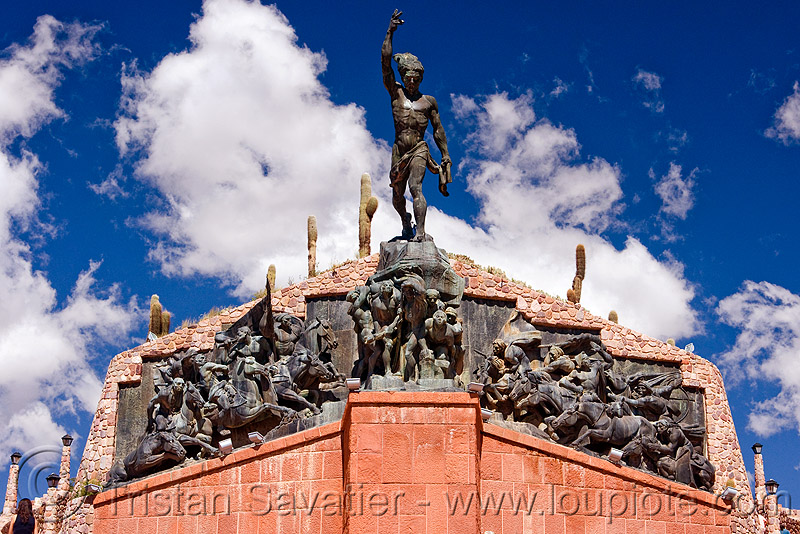 monumento a los Hèroes de la independencia - humahuaca (argentina), brass, monument to independence, monumento a la idependencia, monumento a los hèroes de la independencia, noroeste argentino, quebrada de humahuaca, sculptures, statues, the heroes monument of independence