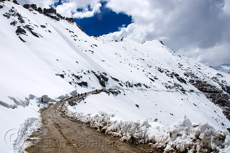 motorcycles on the muddy road - khardungla pass - ladakh (india), khardung la pass, ladakh, motorbikes, motorcycles, mountain pass, mountains, mud, road, snow