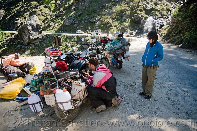 motorcycles - road to rohtang pass - manali to leh road (india), bullet, enfield, motorbike, motorbike touring, motorcycle, motorcycle touring, people, rohtangla, royal enfield, royal enfield bullet