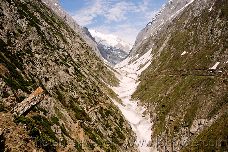 mountain trails in valley - amarnath yatra (pilgrimage) - kashmir, amarnath yatra, glacier, kashmir, mountain trail, mountains, pilgrimage, pilgrims, snow, trekking, yatris, अमरनाथ गुफा