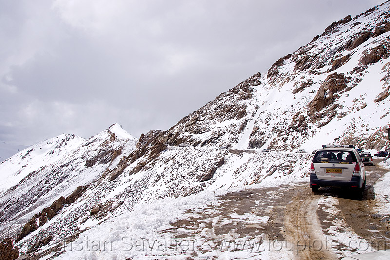 mud and snow on the road to khardungla pass - ladakh (india), khardung la pass, ladakh, mountain pass, mountains, mud, road, snow