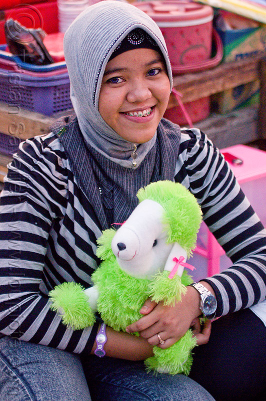 muslim girl with stuffed animal, eid, eid ul-fitr, fatahillah square, jakarta, java, muslim fashion, people, taman fatahillah, woman