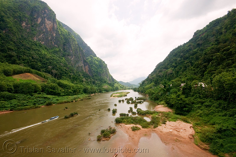 nam ou river - nong khiaw (laos), nam ou, nong khiaw, river bank, river bed, river boats, small boats, valley, water
