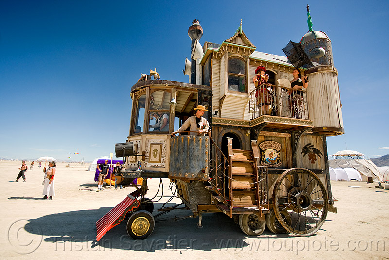 neverwas haul - victorian steampunk art car - burning man 2010, people