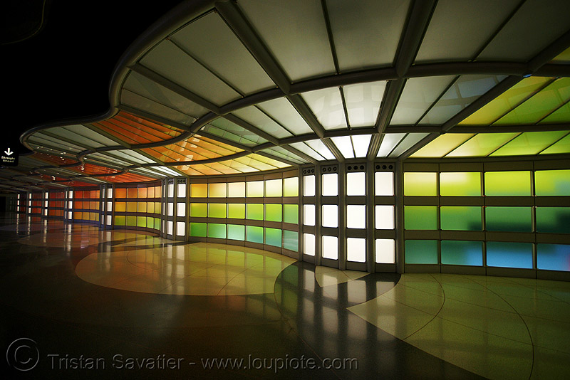 chicago O'hare international airport - pedestrian tunnel, light wall, o'hare, ord