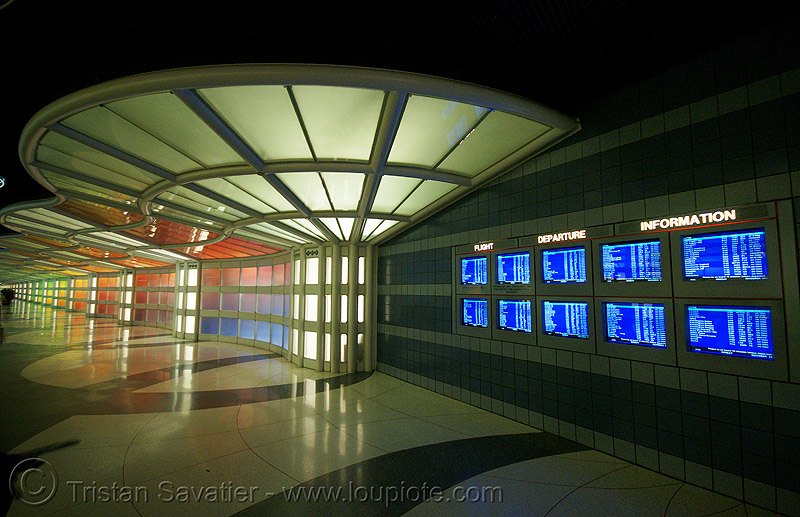 chicago O'hare international airport - pedestrian tunnel - information screens, light wall, monitors, o'hare, ord