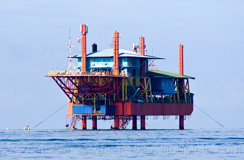 offshore oil rig transformed into floating dive resort, diving, floating home, floating house, mabul, ocean, offshore platform, offshore rig, oil platform, oil rig, resort, scubadiving, sea, seaventures dive rig, semi-sub, semi-submersible platform, sipadan