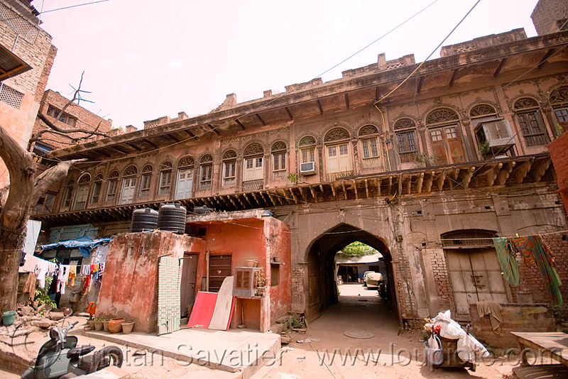 old haveli (mansion) converted into cheap lodging - delhi (india), architecture, building, delhi, facade, haveli, old house, paharganj, street