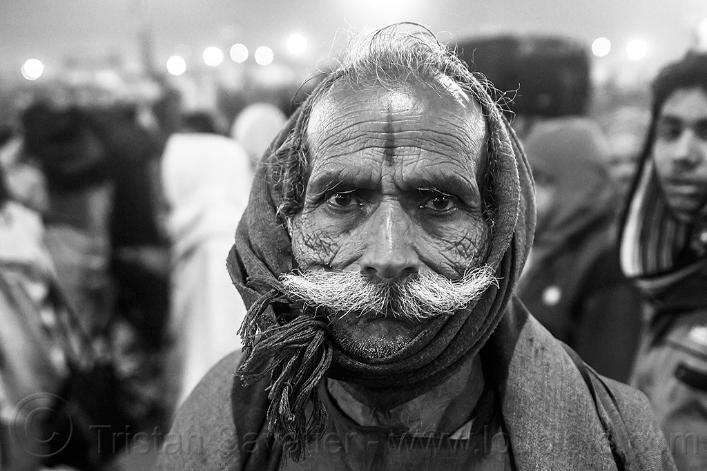 old hindu man with white mustache (india), hindu pilgrimage, hinduism, india, kumbh maha snan, maha kumbh mela, mauni amavasya, mustache, night, old man, pilgrim, scarf, tilak