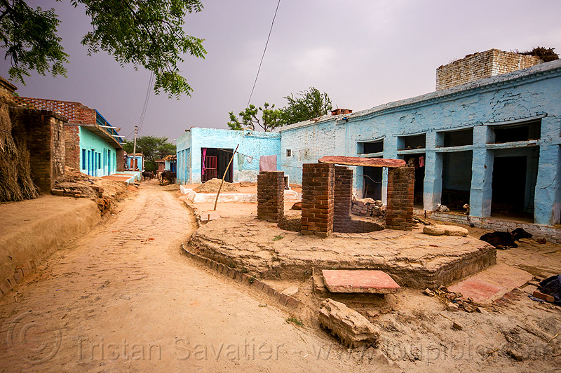 old water well in indian village, blue house, khoaja phool, street, village, water well, खोअजा फूल