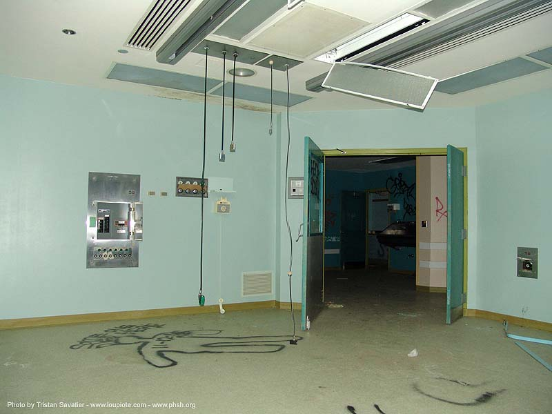 operating-room - green - abandoned hospital (presidio, san francisco) - phsh, abandoned building, abandoned hospital, decay, graffiti, operating room, presidio hospital, presidio landmark apartments, trespassing