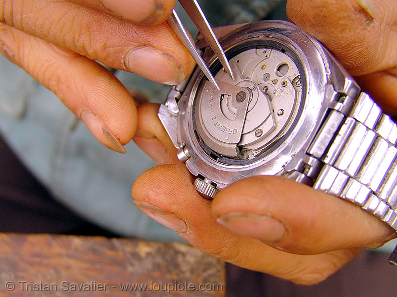 orient automatic watch, automatic watch, fixing, hill tribes, horologist, horology, indigenous, market, mechanical watch movement, mèo vạc, orient watch, repairing, timepiece, watchmaker, wristwatch