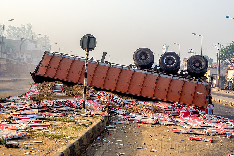 overturned semi-trailer with spilled load (india), artic, articulated truck, crash, median, overturned, road, rollover, semi trailer, tractor trailer, traffic accident, wreck