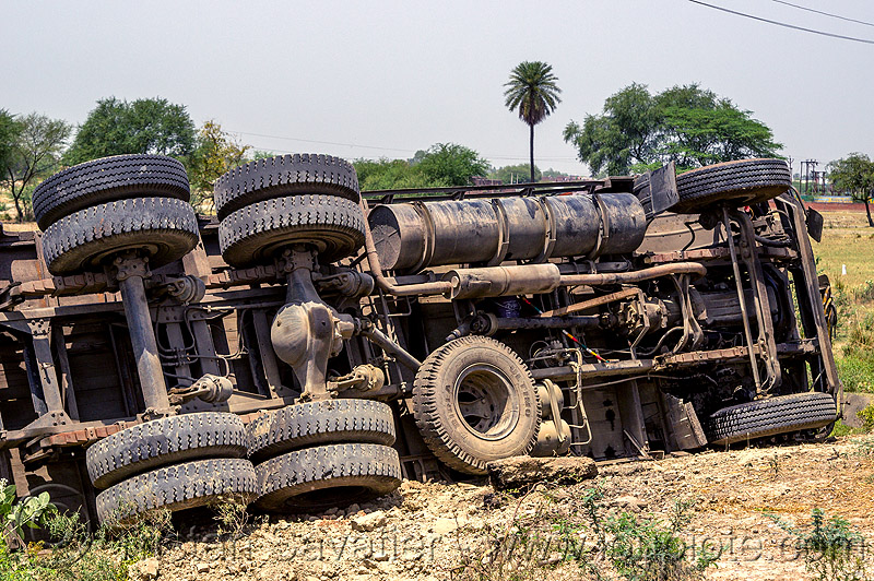 overturned truck underbelly (india), 2515 cex, crash, india, lorry, overturned, road, rollover, tata motors, traffic accident, truck accident, underbelly, wreck