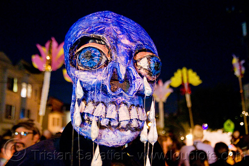 papier-mâché skull - giant puppet - dia de los muertos - halloween (san francisco), blue, day of the dead, mask, night, paint, paper mache, papier-mache, papier-mâché, people, tears